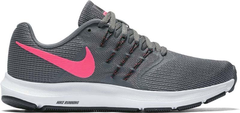 Кроссовки для бега женские Nike Run Swift Running Shoe, цвет: серый, розовый. 909006-003. Размер 7 (37)909006-003Женские беговые кроссовки Nike, выполненные из текстиля и пластика, дополнены фирменной нашивкой на язычке. Интегрированные нити Flywire надежно фиксируют среднюю часть стопы, а пеноматериал создает амортизацию.Конструкция из сетки обеспечивает зональную вентиляцию и поддержку. Шнурки с интегрированными нитями для регулируемой поддержки. Подошва с вафельным рисунком повышает амортизацию и упругость. Широкая передняя часть стопы не стесняет движений пальцев. Пеноматериал Cushlon обеспечивает мягкую, но упругую амортизацию и поддержку. Сетка с открытыми отверстиями в передней части стопы для легкости и воздухопроницаемости. Сетка с плотным плетением на боковой части создает надежную поддержку, не жертвуя воздухопроницаемостью. Подошва с рифлением обеспечивает отличное сцепление на любой поверхности. Мягкие и удобные кроссовки превосходно подчеркнут ваш спортивный образ и подарят комфорт.