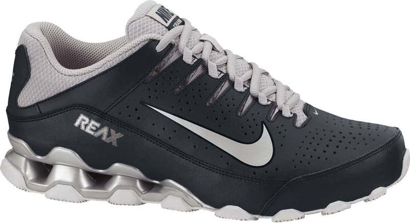 Кроссовки для тренинга мужские Nike Reax 8 TR, цвет: черный, серый. 616272-001. Размер 11,5 (46)616272-001Мужские кроссовки для тренинга Nike Reax 8 TR делают амортизацию Nike Reax более упругой и комфортной благодаря фиксирующему посадку верху. Динамическая система шнуровки в средней части надежно фиксирует стопу. Амортизация Nike Reax в области пятки для упругости. Вставки из твердой резины с зигзагообразным рисунком создают максимальное сцепление.
