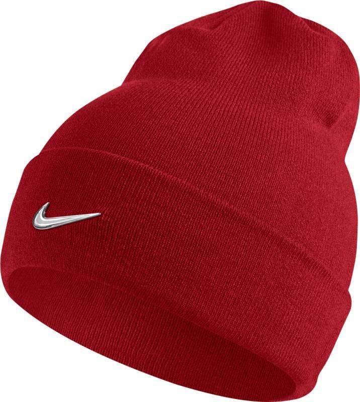 Шапка Nike Nike Swoosh Beanie, цвет: красный. 803734-657. Размер универсальный803734-657Шапка Nike Swoosh выполнена из теплой и мягкой акриловой пряжи и обеспечивает плотную и удобную посадку. Конструкция с отворотом создает классический вид и обеспечивает комфорт в прохладную погоду. Акриловые волокна дарят тепло и мягкость. Закрывает уши для оптимальной защиты от холода.