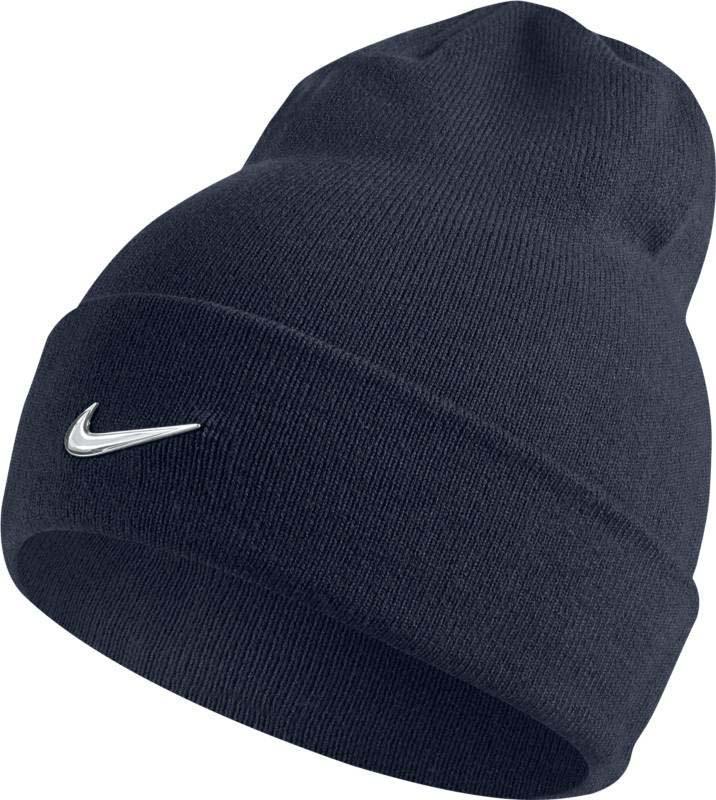 Шапка Nike Nike Swoosh Beanie, цвет: синий. 803734-451. Размер универсальный803734-451Шапка Nike Swoosh выполнена из теплой и мягкой акриловой пряжи и обеспечивает плотную и удобную посадку. Конструкция с отворотом создает классический вид и обеспечивает комфорт в прохладную погоду. Акриловые волокна дарят тепло и мягкость. Закрывает уши для оптимальной защиты от холода.