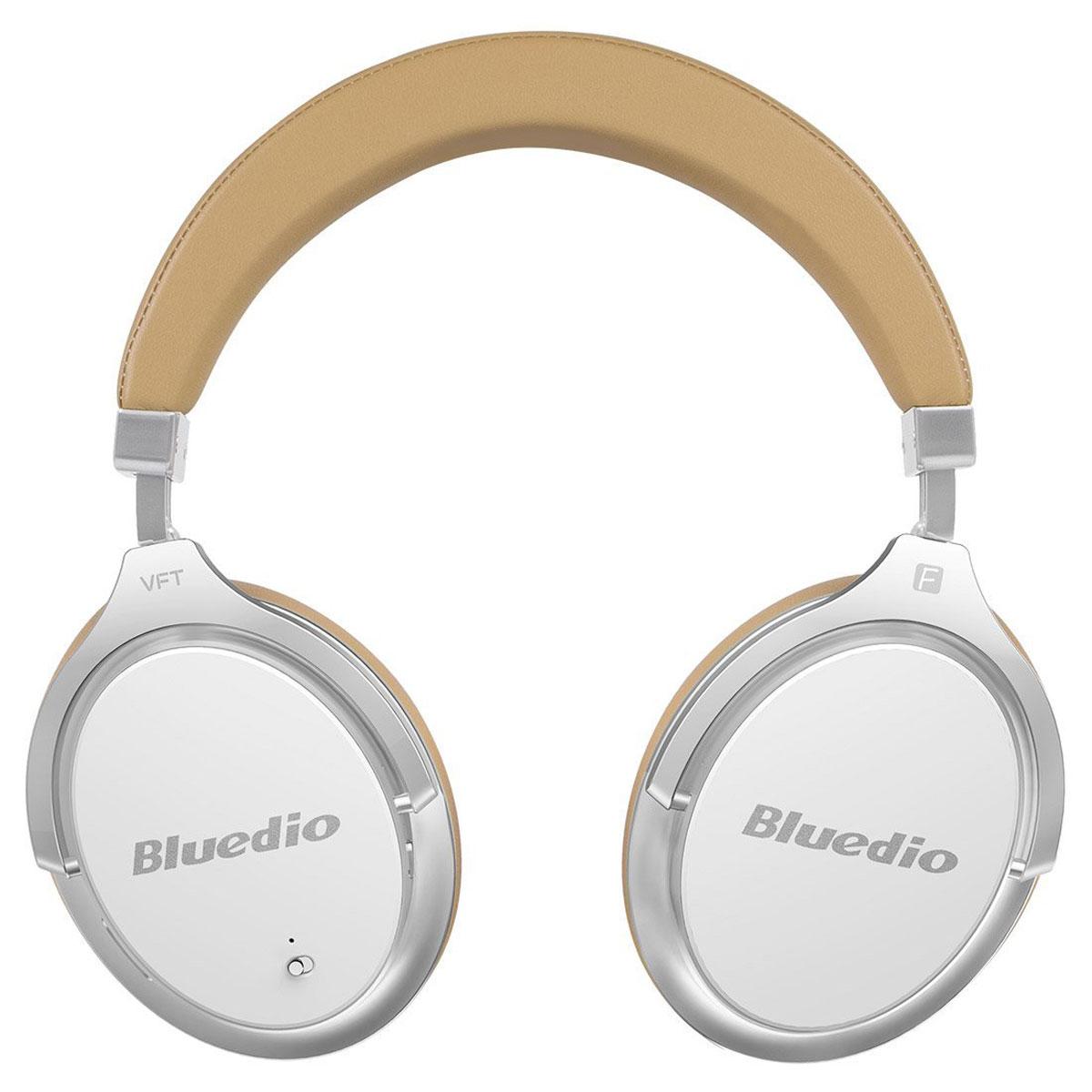 Bluedio Faith 2, White беспроводные наушникиFaith2 whiteБеспроводные наушники с микрофоном Bluedio Faith 2 можно подключать к мобильным устройствам благодарятехнологии Bluetooth 4.2. Гарнитура работает от встроенного аккумулятора, которого хватит на 16 часовпрослушивания музыки. Удобное широкое оголовье можно регулировать, а складная конструкция позволяетхранить или перевозить наушники в чехле. При желании их можно подключить к источнику аудио с помощьюкомплектного кабеля с разъемом 3.5 мм. Управление функциями осуществляется с помощью кнопок,расположенных на правой чашке наушников.Функция ANC Разрядность и частота дискретизации: 24 бит/48 кГц Время зарядки аккумулятора: 1,5 часа