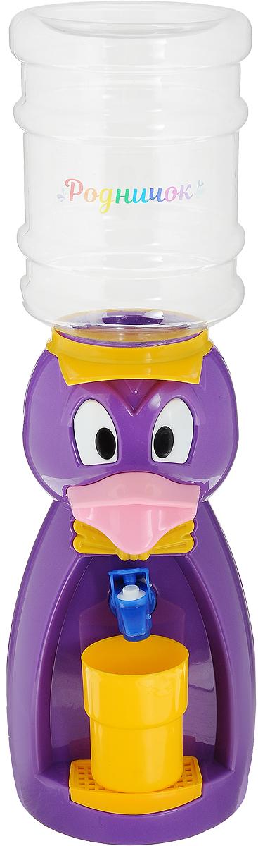 Мини-кулер для воды и сока Родничок Утка, цвет: фиолетовый, 2 л111375Мини-кулер для воды и сока Родничок Утка выполнен из экологически чистого пластика. Изделие не греет и не охлаждает воду, поэтому вы можете не беспокоиться, что ребенок обожжется или простудит горло. Соки, компоты, отвары трав в этом кулере будут для малыша более привлекательны, чем лимонад и другие вредные для организма напитки. Бутылка легко снимается, моется и наполняется. Кулер полностью механический, благодаря чему его можно спокойно ставить в детскую. За счет конструкции в напиток или воду не попадет пыль. Изделие легкое и компактное, поэтому его можно взять с собой на дачу или на пикник. Яркий дизайн, сочные цвета и веселый персонаж сделают такой кулер украшением стола на детском празднике. В комплект входит стакан. Высота мини-кулера (с учетом бутылки): 49 см Размер стаканчика: 6,5 х 5 х 8,5 см Высота бутылки: 18 см.Объем бутылки: 2 л.