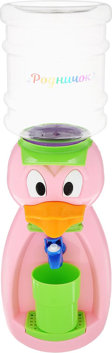 Мини-кулер для воды и сока Родничок Утка, цвет: розовый, 2 л111368Мини-кулер для воды и сока Родничок Утка выполнен из экологически чистого пластика. Изделие не греет и не охлаждает воду, поэтому вы можете не беспокоиться, что ребенок обожжется или простудит горло. Соки, компоты, отвары трав в этом кулере будут для малыша более привлекательны, чем лимонад и другие вредные для организма напитки. Бутылка легко снимается, моется и наполняется. Кулер полностью механический, благодаря чему его можно спокойно ставить в детскую. За счет конструкции в напиток или воду не попадет пыль. Изделие легкое и компактное, поэтому его можно взять с собой на дачу или на пикник. Яркий дизайн, сочные цвета и веселый персонаж сделают такой кулер украшением стола на детском празднике. В комплект входит стакан. Высота мини-кулера (с учетом бутылки): 49 см Размер стаканчика: 6,5 х 5 х 8,5 см Высота бутылки: 18 см.Объем бутылки: 2 л.