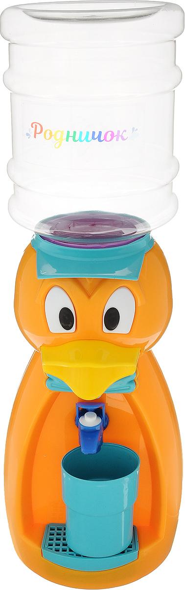 Мини-кулер для воды и сока Родничок Утка, цвет: оранжевый, 2 л111371Мини-кулер для воды и сока Родничок Утка выполнен из экологически чистого пластика. Изделие не греет и не охлаждает воду, поэтому вы можете не беспокоиться, что ребенок обожжется или простудит горло. Соки, компоты, отвары трав в этом кулере будут для малыша более привлекательны, чем лимонад и другие вредные для организма напитки. Бутылка легко снимается, моется и наполняется. Кулер полностью механический, благодаря чему его можно спокойно ставить в детскую. За счет конструкции в напиток или воду не попадет пыль. Изделие легкое и компактное, поэтому его можно взять с собой на дачу или на пикник. Яркий дизайн, сочные цвета и веселый персонаж сделают такой кулер украшением стола на детском празднике. В комплект входит стакан. Высота мини-кулера (с учетом бутылки): 49 см Размер стаканчика: 6,5 х 5 х 8,5 см Высота бутылки: 18 см.Объем бутылки: 2 л.