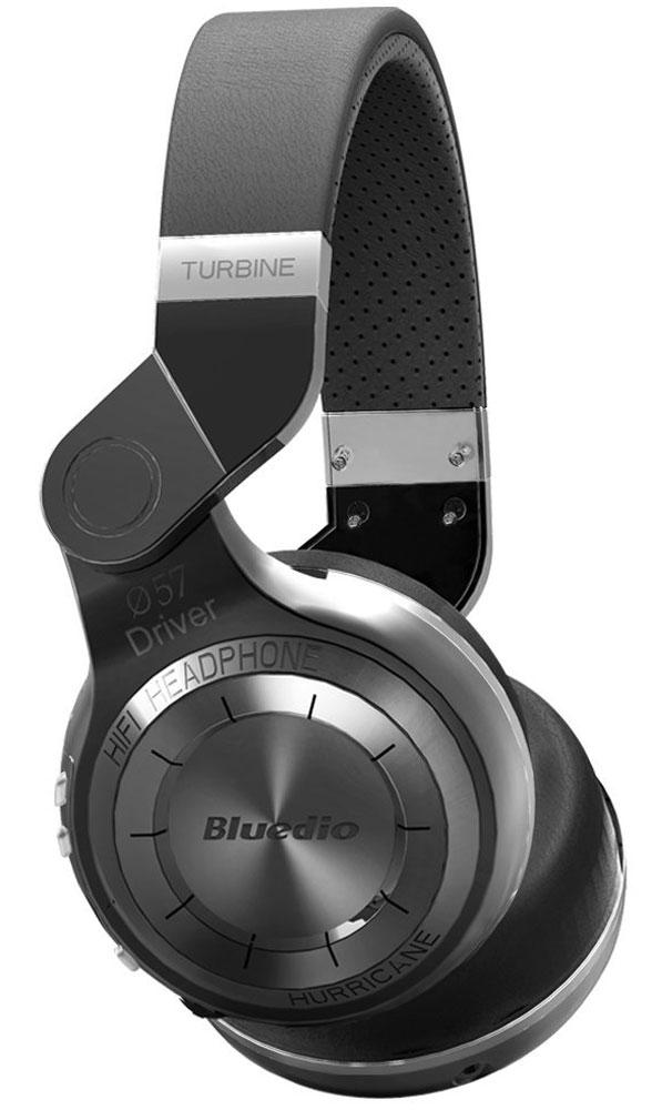 Bluedio T2, Black беспроводные наушникиT2 blackБеспроводные наушники с микрофоном Bluedio T2 можно подключать к мобильным устройствам благодаря технологии Bluetooth 4.1. Гарнитура работает от встроенного аккумулятора, которого хватит на 40 часов прослушивания музыки. Удобное широкое оголовье можно регулировать, а складная конструкция позволяет хранить или перевозить наушники в чехле. При желании их можно подключить к источнику аудио с помощью комплектного кабеля с разъемом 3.5 мм. Управление функциями осуществляется с помощью кнопок, расположенных на правой чашке наушников.