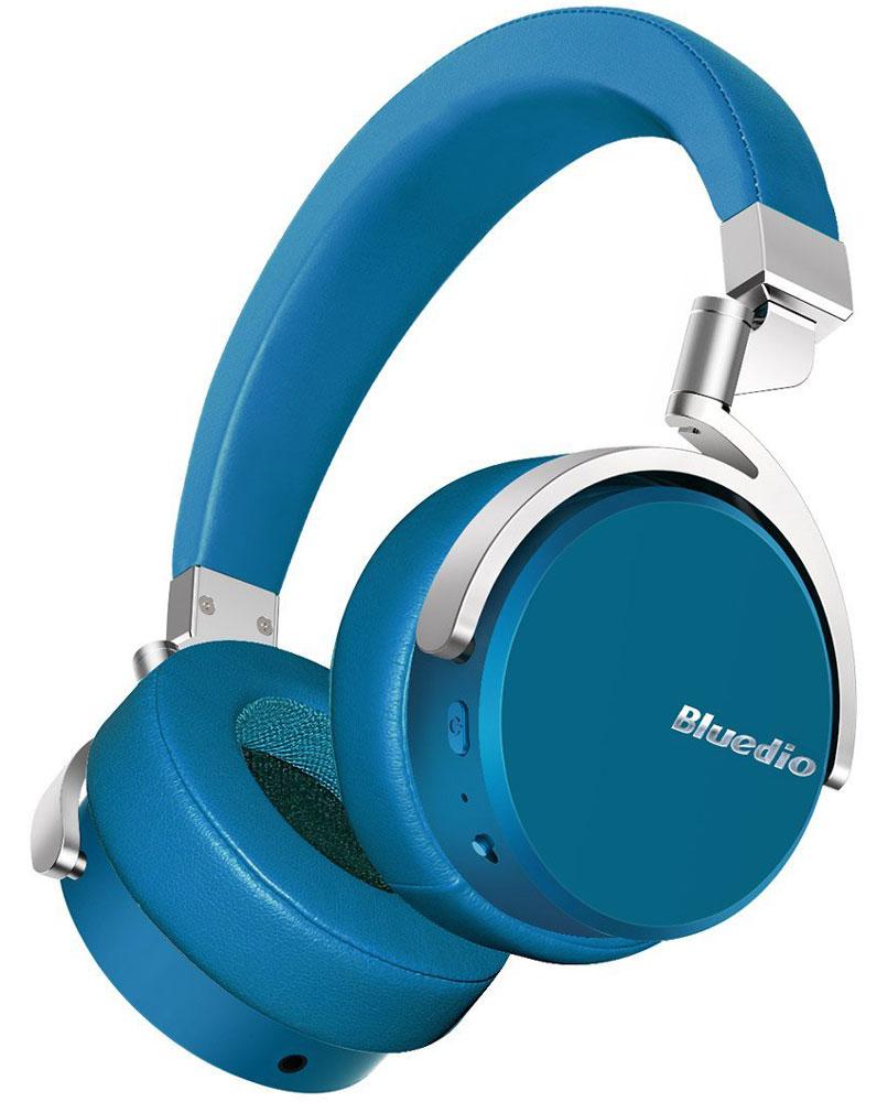 Bluedio Vinyl, Blue беспроводные наушникиVinyl blueБеспроводные наушники с микрофоном Bluedio Vinyl можно подключать к мобильным устройствам благодаря технологии Bluetooth 4.1. Гарнитура работает от встроенного аккумулятора, которого хватит почти на целые сутки прослушивания музыки. Удобное широкое оголовье можно регулировать, а складная конструкция позволяет хранить или перевозить наушники в чехле. При желании их можно подключить к источнику аудио с помощью комплектного кабеля с разъемом 3.5 мм. Управление функциями осуществляется с помощью кнопок, расположенных на правой чашке наушников.