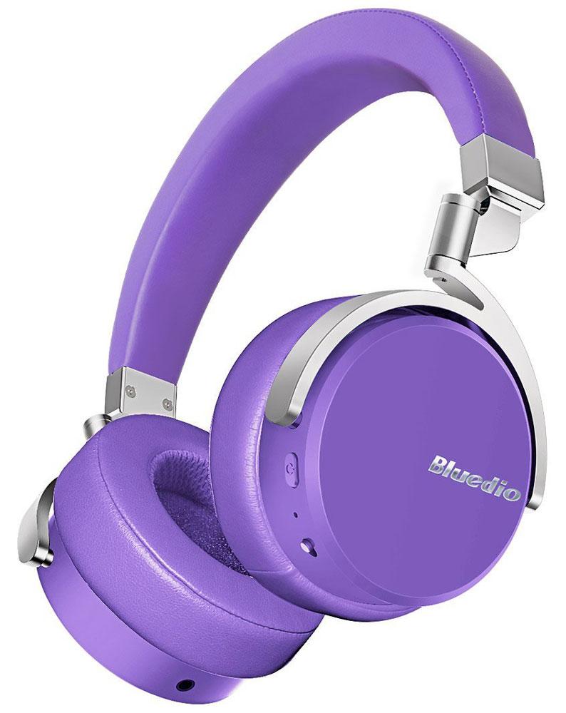 Bluedio Vinyl, Purple беспроводные наушникиVinyl purpleБеспроводные наушники с микрофоном Bluedio Vinyl можно подключать к мобильным устройствам благодаря технологии Bluetooth 4.1. Гарнитура работает от встроенного аккумулятора, которого хватит почти на целые сутки прослушивания музыки. Удобное широкое оголовье можно регулировать, а складная конструкция позволяет хранить или перевозить наушники в чехле. При желании их можно подключить к источнику аудио с помощью комплектного кабеля с разъемом 3.5 мм. Управление функциями осуществляется с помощью кнопок, расположенных на правой чашке наушников.