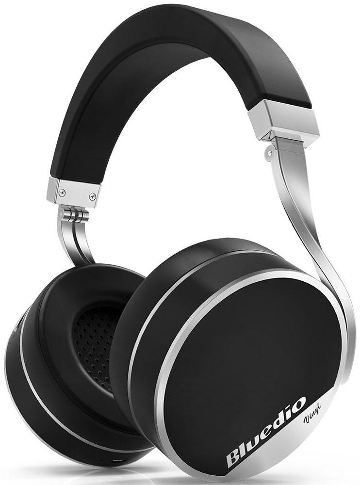 Bluedio Vinyl Plus, Black беспроводные наушникиVinyl Plus blackБеспроводные наушники с микрофоном Bluedio Vinyl Plus можно подключать к мобильным устройствам благодаря технологии Bluetooth 4.1. Гарнитура работает от встроенного аккумулятора, которого хватит почти на целые сутки прослушивания музыки. Удобное широкое оголовье можно регулировать, а складная конструкция позволяет хранить или перевозить наушники в чехле. При желании их можно подключить к источнику аудио с помощью комплектного кабеля с разъемом 3.5 мм. Управление функциями осуществляется с помощью кнопок, расположенных на правой чашке наушников.