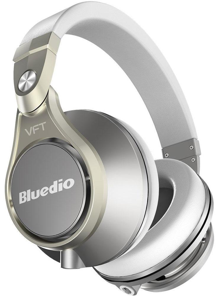 Bluedio Ufo Plus, Gold беспроводные наушникиUfo Plus goldBluedio UFO U Plus - это беспроводные наушники накладного типа с микрофоном. В модели используется эксклюзивная технология PPS12, в основе которой лежит использование сразу 12 излучателей. Наушники можно подключать к мобильным устройствам благодаря технологии Bluetooth 4.1. Гарнитура работает от встроенного аккумулятора, которого хватит на целые сутки прослушивания музыки. Удобное широкое оголовье можно регулировать, а складная конструкция позволяет хранить или перевозить наушники в чехле. При желании их можно подключить к источнику аудио с помощью комплектного кабеля с разъемом 3.5 мм. Управление функциями осуществляется с помощью кнопок, расположенных на правой чашке наушников.Диаметр динамиков: 2 х 50 мм, 2 х 30 мм, 8 х 20 мм (в одном наушнике)Сопротивление: 42 Ом (50 мм), 32 Ом (30 мм и 20 мм)