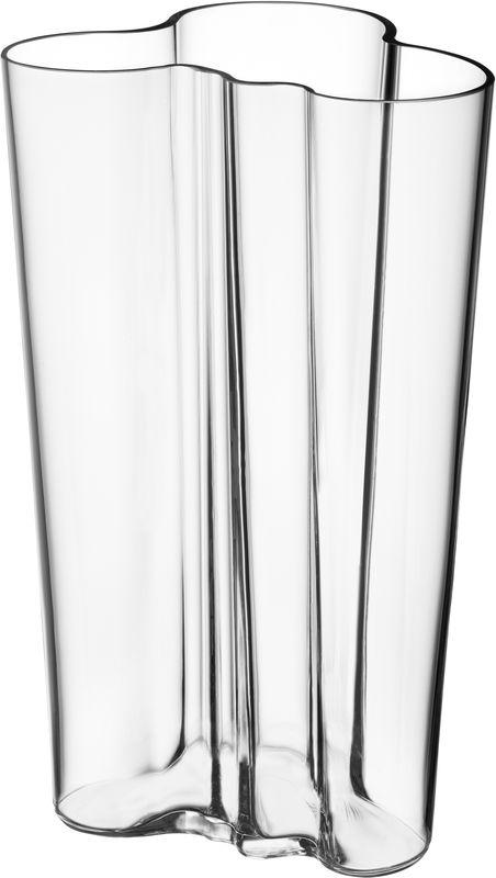 Ваза Iittala Aalto, цвет: прозрачный, 20 см1007152Каждая ваза выполняется вручную из выдувного стекла. На стадии производства один предмет проходит семь мастеров, 12 этапов работы, на изготовление одного предмета требуется 30 часов работы и температура не ниже 1100 градусов Цельсия. Благодаря ручному производству каждая ваза получается уникальной, не похожей на своих аналогичных собратьев.