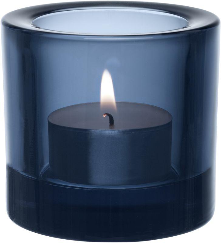 Подсвечник Iittala Kivi, цвет: синий, диаметр 6 см1007836Для создания этих драгоценных хранителей света требуется отличное знание о стекле. Цвет и толщина стекла обогащает и рассеивает свет свечи. Широкая цветовая гамма позволяет создать коктейль из различных цветов, создавая нужное настроение.
