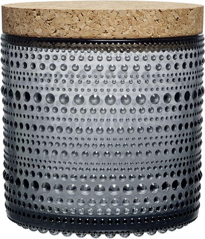 Ваза Iittala Kastehelmi, цвет: прозрачный, 11,6 х 11,4 см1015372Ассортимент Kastehelmi это изделия из стекла, которые были созданы в 1964 году. Чтобы отпразновать 50-летие сотрудничества с финским художником по цветному стеклу Ойва Тойкка компания Iittala в 2010 году отобрала наиболее популярные его работы. Тойкка решил проблему как скрыть дефекты серийного производства стеклянных предметов. Так появилась идея украсить продукцию капельками стекла.