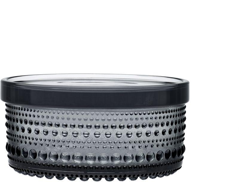 Ваза Iittala Kastehelmi, цвет: серый, 11,1 х 5,7 см1015373Ассортимент Kastehelmi это изделия из стекла, которые были созданы в 1964 году. Чтобы отпразновать 50-летие сотрудничества с финским художником по цветному стеклу Ойва Тойкка компания Iittala в 2010 году отобрала наиболее популярные его работы. Тойкка решил проблему как скрыть дефекты серийного производства стеклянных предметов. Так появилась идея украсить продукцию капельками стекла.