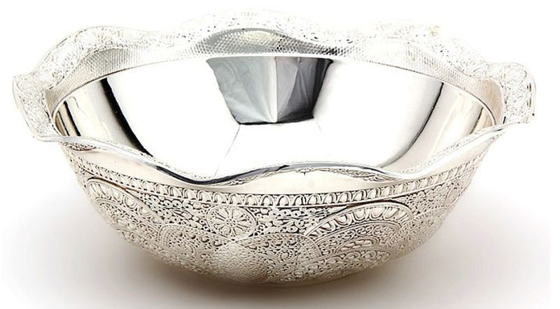 Фруктовница Marquis. 8023-MR8023-MRУниверсальная ваза Marquis изготовлена из стали с серебряно-никелевым покрытием. Ваза прекрасно подойдет для хранения и подачи конфет, печенья, орехов и других продуктов. Такая ваза придется по вкусу и ценителям классики, и тем, кто предпочитает утонченность и изысканность. Она великолепно украсит праздничный стол и подчеркнет прекрасный вкус хозяина, а также станет отличным подарком.