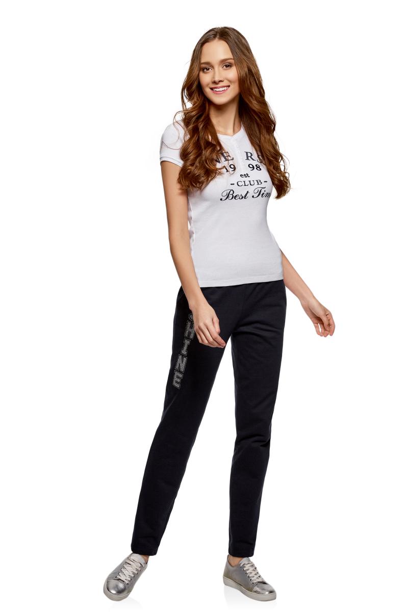 Брюки женские oodji Ultra, цвет: темно-синий, серебристый. 16701053-1/47906/7991P. Размер S (44)16701053-1/47906/7991PЖенские брюки, выполненные из натурального хлопка, подойдут как для повседневной носки, так и для занятий спортом. Модель на талии имеет широкую эластичную резинку со шнурком-кулиской. Спереди брюки оснащены двумя втачными карманами, сзади одним накладным карманом.