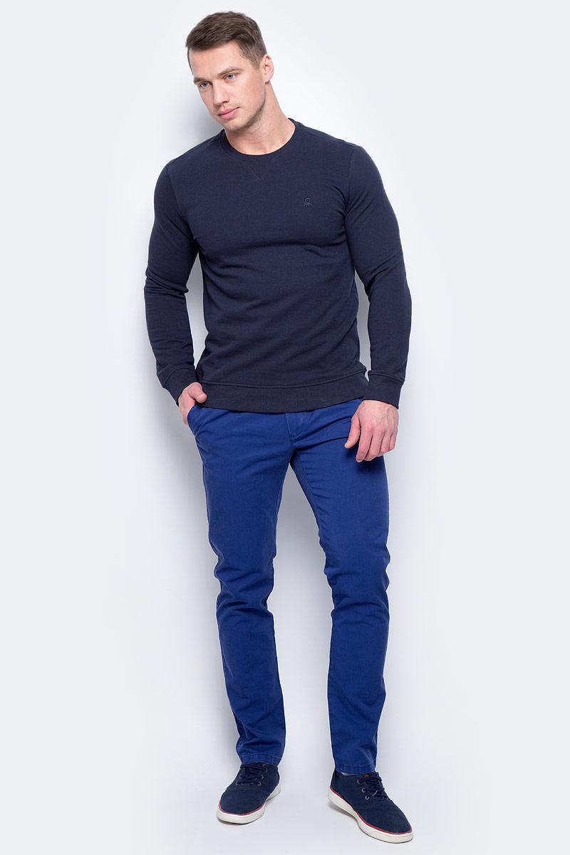 Брюки мужские United Colors of Benetton, цвет: синий. 4APN55AW8_0D2. Размер 484APN55AW8_0D2Стильные мужские брюки United Colors of Benetton выполнены из качественного материала. Брюки застегиваются на комбинированную застежку. Эти модные и в тоже время комфортные брюки послужат отличным дополнением к вашему гардеробу.