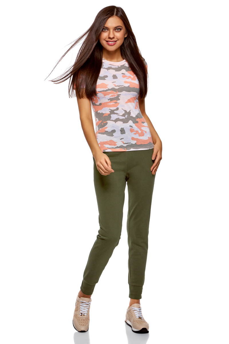Брюки женские oodji Ultra, цвет: темный хаки. 16701055B/47999/6800N. Размер XL (50)16701055B/47999/6800NЖенские брюки, выполненные из натурального хлопка, подойдут как для повседневной носки, так и для занятий спортом. Модель на талии имеет широкую эластичную резинку со шнурком-кулиской. Спереди брюки оснащены двумя втачными карманами. Низ брючин дополнен трикотажными манжетами.