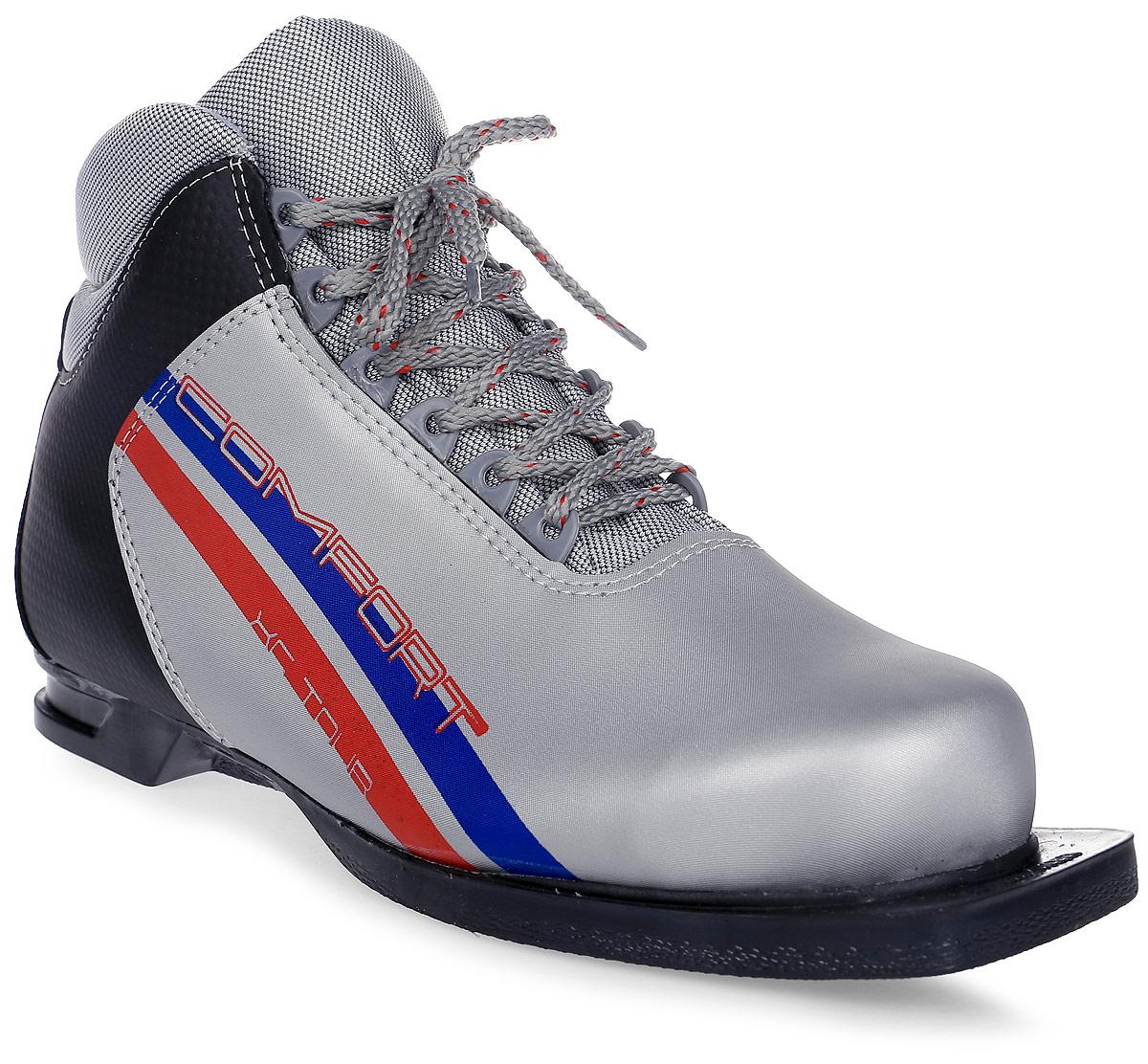 Ботинки лыжные Marax, цвет: серебряный, черный, красный. М350. Размер 42M 350Лыжные ботинки Marax предназначены для активного отдыха. Модельизготовлена из морозостойкой искусственной кожи и текстиля. Подкладкавыполнена из искусственного меха и флиса, благодаря чему ваши ноги всегдабудут в тепле. Шерстяная стелька комфортна при беге. Вставка на задникеобеспечивает дополнительную жесткость, позволяя дольше сохранятьпервоначальную форму ботинка и предотвращать натирание стопы. Ботинкиснабжены шнуровкой с пластиковыми петлями и язычком-клапаном, которыйзащищает от попадания снега и влаги. Подошва системы 75 мм издвухкомпонентной резины является надежной и весьма простой системойкрепежа и позволяет безбоязненно использовать ботинокдо -25°С. В таких лыжных ботинках вам будет комфортно и уютно.