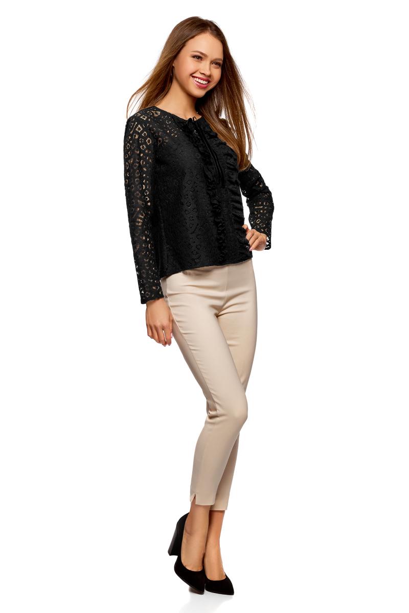 Блузка женская oodji Collection, цвет: черный. 21401410/45945/2929B. Размер 42-170 (48-170)21401410/45945/2929BСтильная кружевная блузка отлично дополнит ваш образ. Модель с круглым вырезом горловины и длинными рукавами сзади имеет застежку-молнию.