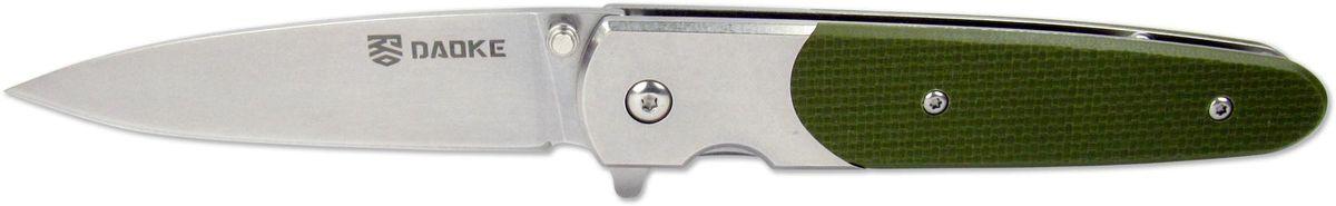 Нож складной Daoke, цвет: зеленый, длина клинка 8,9 см. D514gD514gЛюбителям ножей флипперов (англ. flipper - плавник) придется по душе Daoke 514b. Этот складной нож выполнен из прочной нержавеющей стали марки 440С. Клинок имеет заточку от обуха. Daoke 514b прекрасно подойдет для городского ношения. Нож сверхкомпактен, к тому же оснащен клипсой для скрытого ношения. Плавник является небольшим упором, предотвращающим соскальзывание пальцев при резе. В качестве фиксатора используется надежный замок frame lock. Нож поставляется в картонной коробке и комплектуется чехлом.
