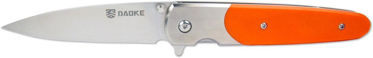 Нож складной Daoke, цвет: оранжевый, длина клинка 8,9 см. D514oD514oЛюбителям ножей флипперов (англ. flipper - плавник) придется по душе Daoke 514o. Этот складной нож выполнен из прочной нержавеющей стали марки 440С. Клинок имеет заточку от обуха. Daoke 514o прекрасно подойдет для городского ношения. Нож сверхкомпактен, к тому же оснащен клипсой для скрытого ношения. Плавник является небольшим упором, предотвращающим соскальзывание пальцев при резе. В качестве фиксатора используется надежный замок frame lock. Нож поставляется в картонной коробке и комплектуется чехлом.