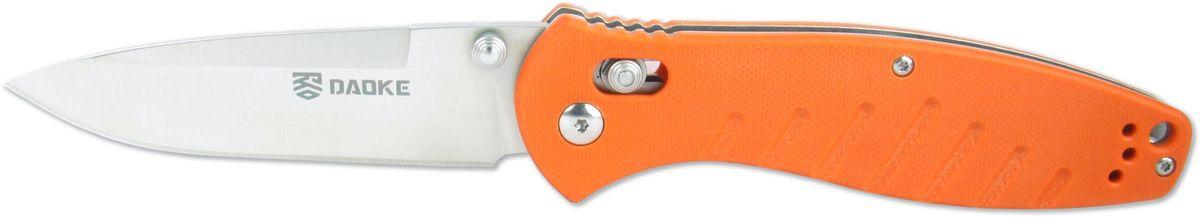 Нож складной Daoke, цвет: оранжевый, длина клинка 8,9 см. D618oD618oDaoke D618o оснащается надежным фиксатором axis lock. Нож выполнен из нержавеющей стали 440С (аналог 95Х18) и имеет плашки из рифленого G10 для удобства в работе. Благодаря своей универсальности ножи Daoke стали популярны у ножеманов в качестве ножей повседневного ношения (EDC - every day carry) . Любители активного отдыха также по достоинству оценили все плюсы данного ножа. При желании, клипсу можно переставить на обратную сторону ножа.