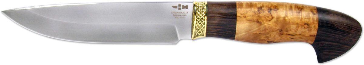 Нож охотничий Ножемир Варан, цвет: бежевый, темно-коричневый, длина клинка 14,5 смВАРАН (5222)бУниверсальный нож, разработанный специально для охотников и туристов. Клинок ножа выполнен из настоящей булатной стали, о чем имеется соответствующая маркировка. Булатная сталь известна своими замечательными характеристиками, самые важные из которых: прочность и упругость. Клинок по обуху имеет небольшое понижение к кончику ножа. Спуски начинаются от середины лезвия и плавно переходят в режущую кромку. Клинок такой формы отлично справится с большинством повседневных задач, с которыми регулярно сталкиваются охотники и туристы. Рукоять ножа выполнена из знаменитой карельской березы и дерева венге. Рукоять имеет удобную эргономичную форму, которая помогает правильно распределять усилие при работе по различным материалам. Тип монтажа - всадной монтаж. Оковка ножа выполнена методом художественного литья из латуни. Нож укомплектован ножнами, которые обеспечивают удобное расположение на ремне. Нож надежно фиксируется в ножнах. Эта модель ножа не является холодным оружием и не требует никаких разрешений. В комплекте с ножом идут все необходимые сертификаты.