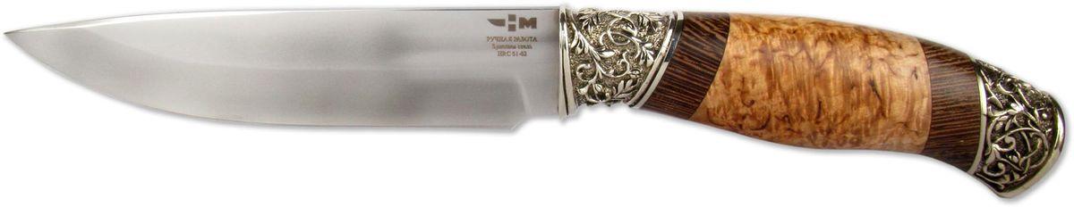 Нож охотничий Ножемир Варан, цвет: бежевый, темно-коричневый, длина клинка 15 смВАРАН (9335)бУниверсальный нож, разработанный специально для охотников и туристов. Клинок ножа выполнен из настоящей булатной стали, о чем имеется соответствующая маркировка. Булатная сталь известна своими замечательными характеристиками, самые важные из которых: прочность и упругость. Клинок по обуху имеет небольшое понижение к кончику ножа. Спуски начинаются от середины лезвия и плавно переходят в режущую кромку. Клинок такой формы отлично справится с большинством повседневных задач, с которыми регулярно сталкиваются охотники и туристы. Рукоять ножа выполнена из знаменитой карельской березы и дерева венге. Рукоять имеет удобную эргономичную форму, которая помогает правильно распределять усилие при работе по различным материалам. Тип монтажа - всадной монтаж. Оковка ножа выполнена методом художественного литья из латуни. Нож укомплектован ножнами, которые обеспечивают удобное расположение на ремне. Нож надежно фиксируется в ножнах. украшен литьем из мельхиора