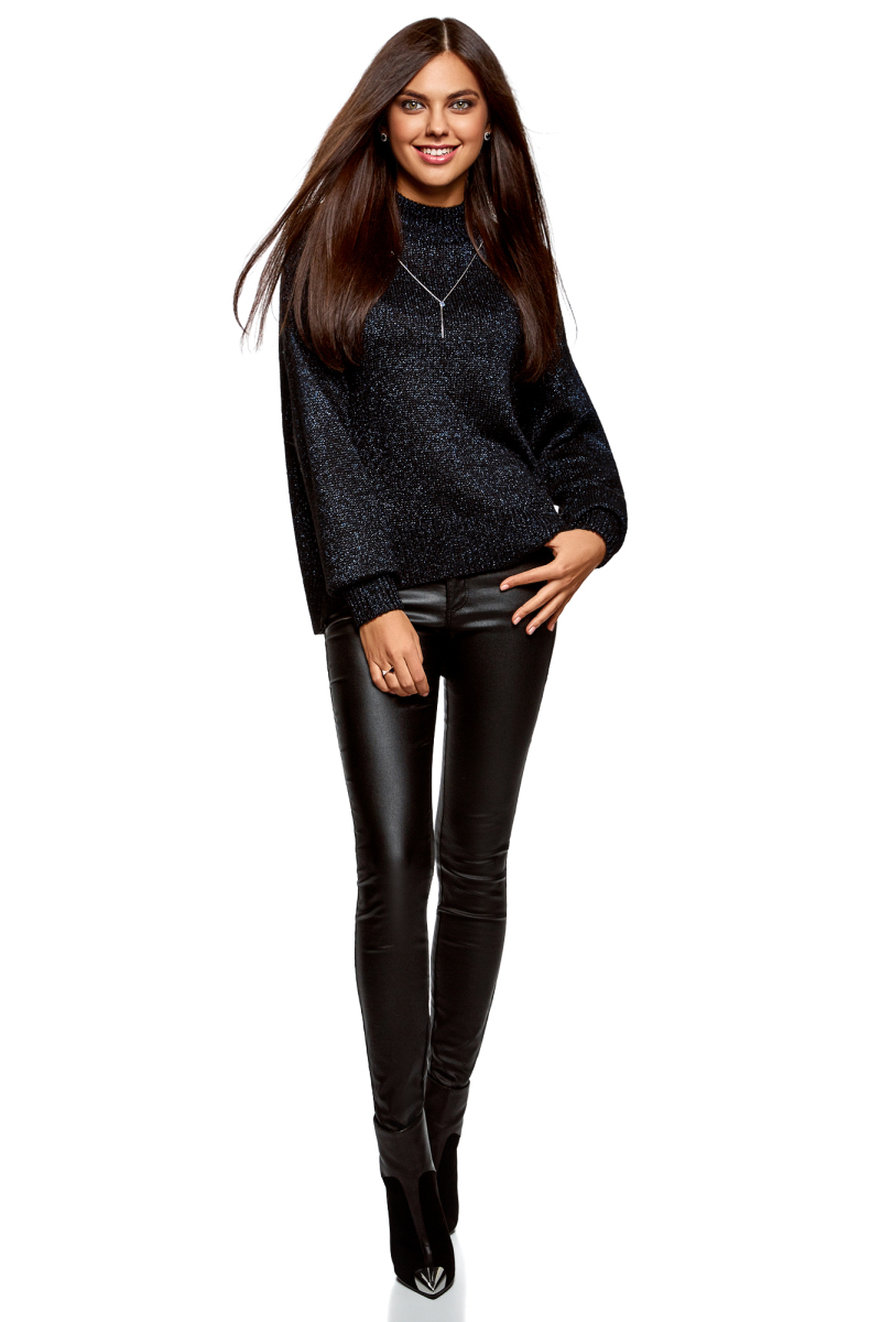Свитер женский oodji Ultra, цвет: черный, темно-синий металлик. 64405092/47514/2979X. Размер XXS (40)64405092/47514/2979XСтильный женский свитер, связанный из комбинированной пряжи, отлично дополнит ваш гардероб. Модель свободного силуэта с длинными цельнокроеными рукавами и воротником-стойкой. Низ изделия, манжеты и горловина связаны резинкой.