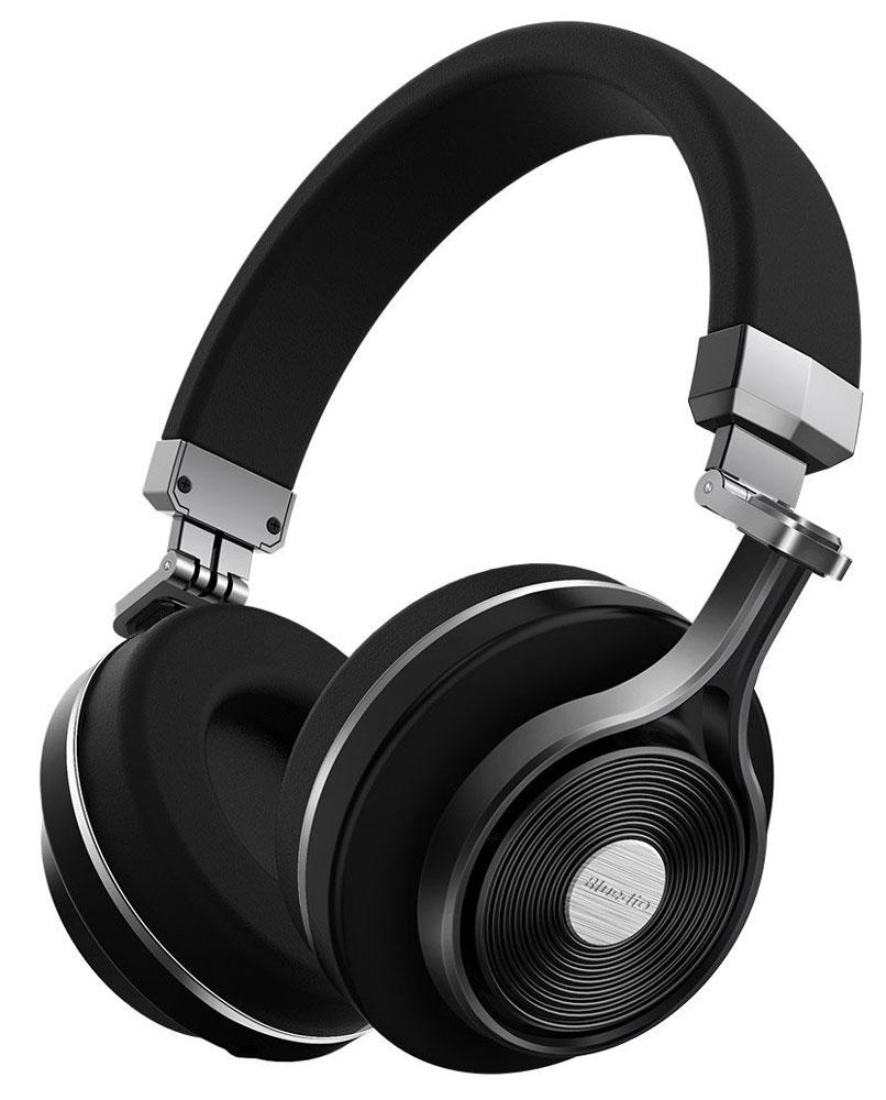 Bluedio T3 Plus, Black беспроводные наушникиT+3 BlackБеспроводные наушники с микрофоном Bluedio T3 Plus можно подключать к мобильным устройствам благодаря технологии Bluetooth 4.1. Гарнитура работает от встроенного аккумулятора, которого хватит на 20 часов прослушивания музыки. Удобное широкое оголовье можно регулировать, а складная конструкция позволяет хранить или перевозить наушники в чехле. При желании их можно подключить к источнику аудио с помощью комплектного кабеля с разъемом 3.5 мм. Управление функциями осуществляется с помощью кнопок, расположенных на правой чашке наушников.Слот для карты памяти microSDВремя воспроизведения музыки с карты памяти microSD: 18 часовВремя зарядки аккумулятора: 2 часа