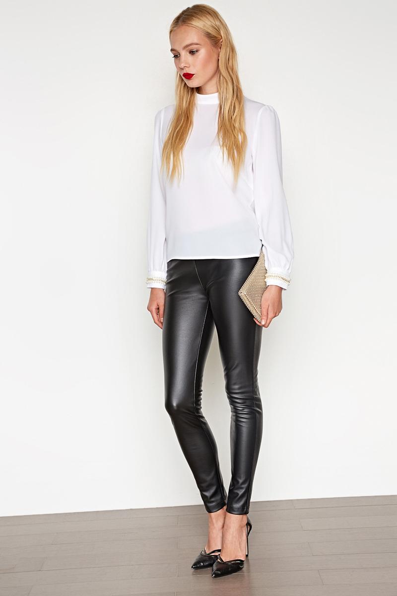 Блузка женская Concept Club Ciel, цвет: белый. 10200260210_200. Размер XXS (40)10200260210_200Стильная блузка, выполненная из высококачественного легкого материала, отлично дополнит ваш гардероб. Модель свободного кроя с воротником-стойкой и длинными рукавами-фонариками на спинке имеет застежку на пуговицы. Манжеты декорированы отделкой из цепочки и бусин.