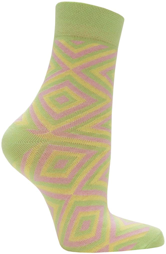 Носки женские Hosiery, цвет: зеленый, розовый, желтый. 5217. Размер 36/395217Женские классические носки выполнены из высококачественного гребенного хлопка с небольшим добавлением полиамида и эластана, которые обеспечивают максимальный комфорт, износостойкость и превосходную посадку. Удобные и приятные на ощупь носочки, позволяют коже дышать. Эластичная резинка плотно облегает ногу, не сдавливая ее, обеспечивает дополнительный комфорт. Носки со стандартным паголенком оформлены ярким принтом.