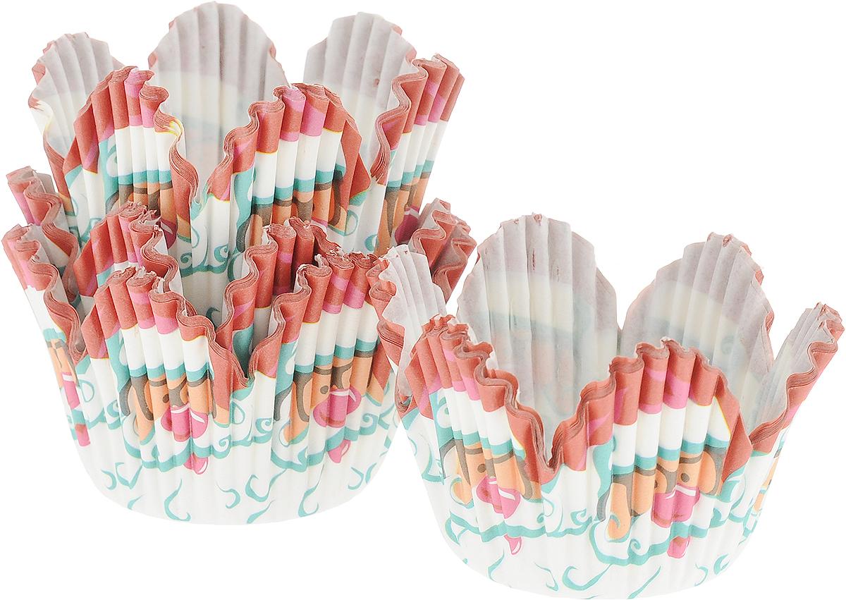 Набор форм для кексов Wilton Санта, диаметр 3 см, 48 штWLT-415-2622Набор Wilton Санта состоит из 48 бумажных форм. Изделия предназначены для упаковки и украшения кексов, кондитерских изделий, а также их можно использовать для сервировки орешков, конфет и других угощений. Гофрированные бумажные формы оформлены ярким новогодним изображением и идеальны для сервировки праздничного стола.Диаметр (по верхнему краю): 3 см.Высота стенки: 3,5 см.