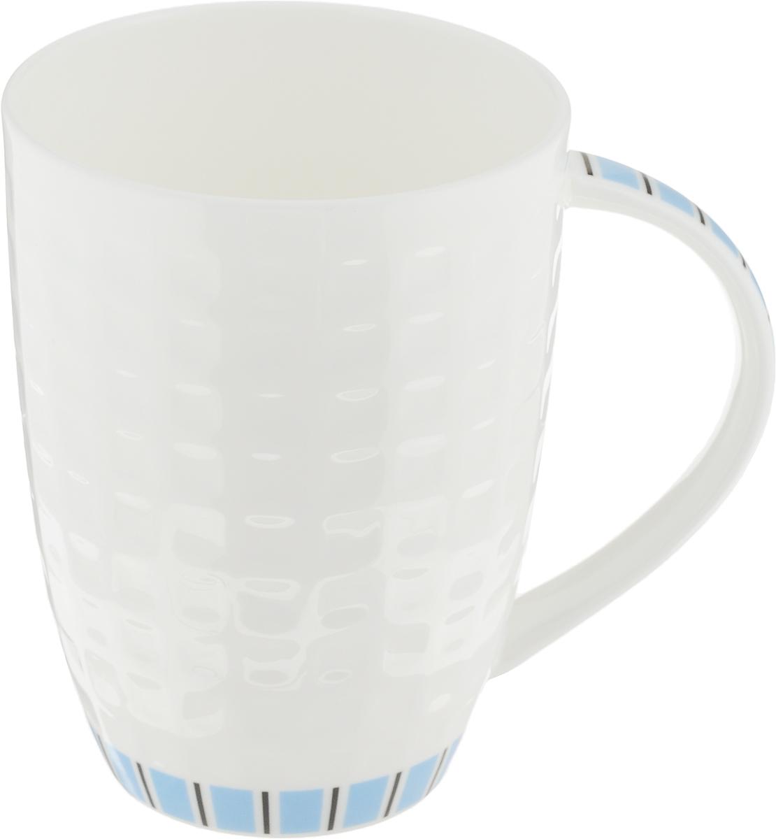 Кружка Royal Aurel Канфаэль, цвет: белый, голубой, 330 мл1101Фарфор Royal Aurel отличается исключительной белизной, что объясняется уникальными компонентами и традиционной технологией, по которой он был изготовлен. Белая глина из провинции Фуцзянь и традиционные рецепты китайских мастеров создают неповторимую композицию. Дизайн коллекций выполнен в соответствии с актуальными европейскими тенденциями. Материал: костяной фарфор.