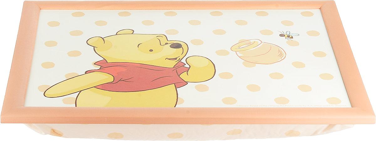 Столик-поднос с подушкой Винни и его друзья, цвет: коралловый, белый, 44 х 34 х 8 см61240_коралловый, белыйСтолик-поднос Disney Винни и его друзья удобно помещается на коленях. Его можно использовать для рисования, работы с ноутбуком или чтобы перекусить. Столик изготовлен из дерева и имеет мягкое основание в виде подушки, которая наполнена шариками пенопласта. Яркий дизайн с изображением героев из мультика несомненно понравится вашему ребенку.