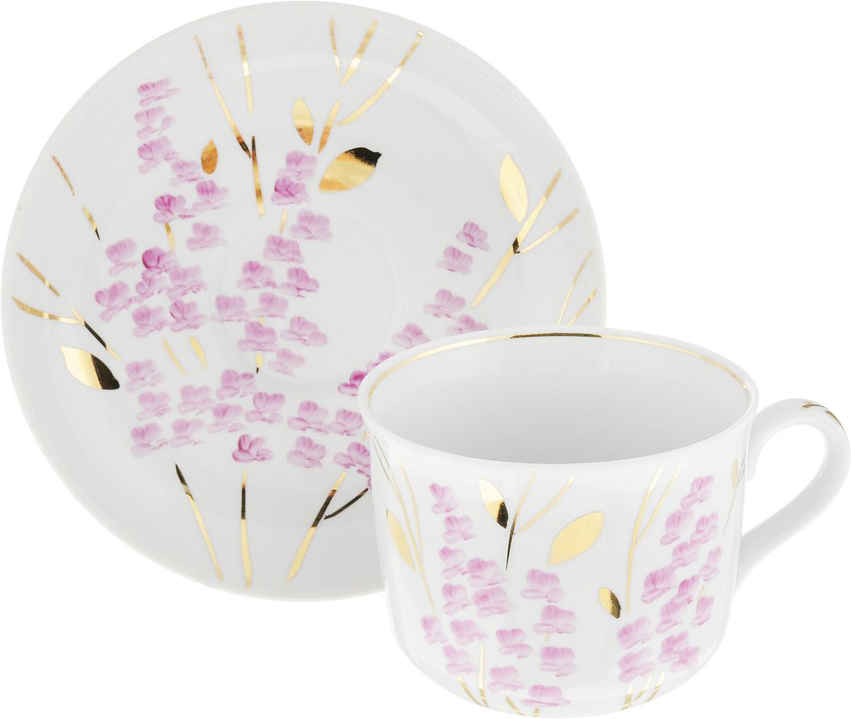 Чайная пара Дулевский Фарфор Ностальгия. Розовая ветка, 2 предмета. 075442075442Чай будет еще вкуснее, если пить его из изящной фарфоровой чашки, чья красота подчеркнута блюдцем в том же стиле. Чайная пара - с нежным цветочным рисунком на белом фоне - должна отличаться не только привлекательным внешним видом, но и практичностью. Вы можете пользоваться ею дома или на работе, позволяя себе немного расслабиться и освежить мысли.Дулевский фарфоровый завод - одно из самых крупных российских предприятий по производству русского фарфора, акцент в котором делается на самобытной русской росписи, народном творчестве, национальные особенности и традиции, в результате чего родился неповторимый дулевский стиль. Фарфор отличается благородной простотой, добротностью и высоким качеством.Украсьте вашу кухню чашкой с блюдцем от Дулевского фарфорового завода! И ваше рядовое чаепитие, либо обыкновенный обед превратятся в приятную церемонию, которую захочется повторить снова и снова.