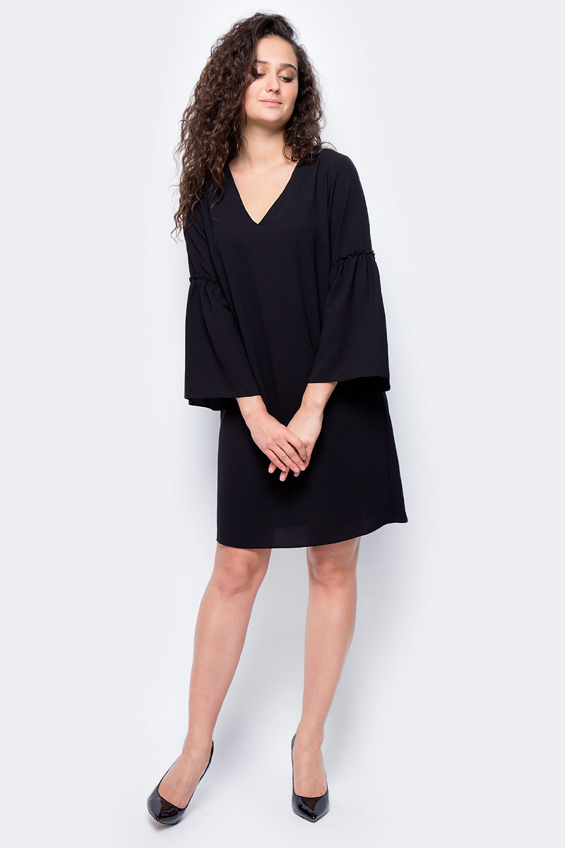 Платье женское adL, цвет: черный. 12432072000_001. Размер XS (40/42)12432072000_001Стильное платье свободного покроя выполнено из полиэстера. Модель с рукавами 3/4 и V-образным вырезом горловины отлично дополнит ваш гардероб.
