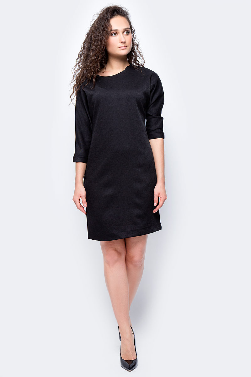 Платье женское adL, цвет: черный. 12433196000_001. Размер M (44/46)12433196000_001Стильное платье свободного покроя выполнено из 100% полиэстера. Модель с рукавами 7/8 и круглым вырезом горловины отлично дополнит ваш гардероб. Манжеты рукавов дополнены декоративными отворотами.