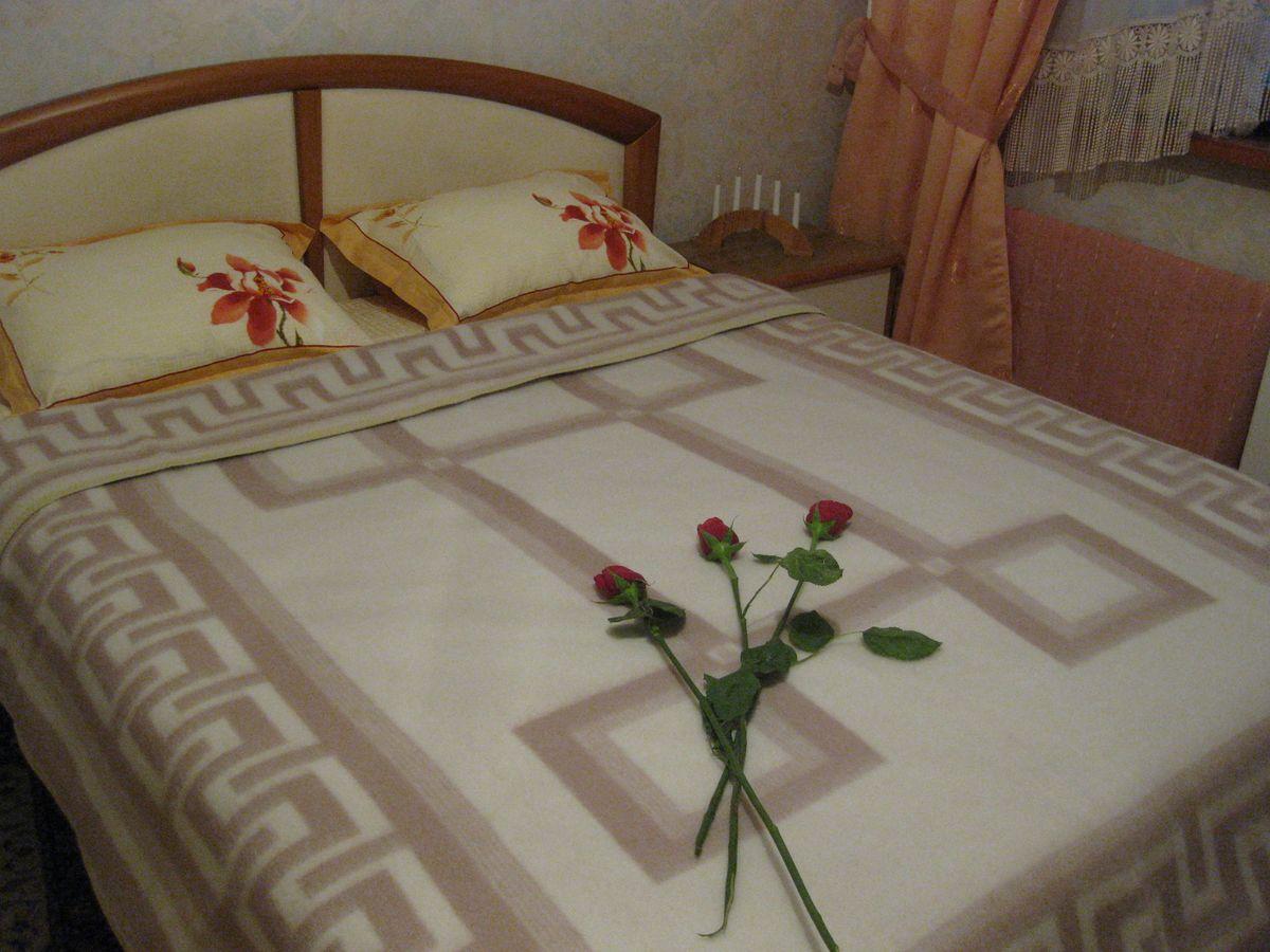 Одеяло Vladi Греция, цвет: белый, бежевый, 170 х 210 см00506Одеяло шерстяное жаккардовое 65% шерсти, 10% х/б, 25% п/э