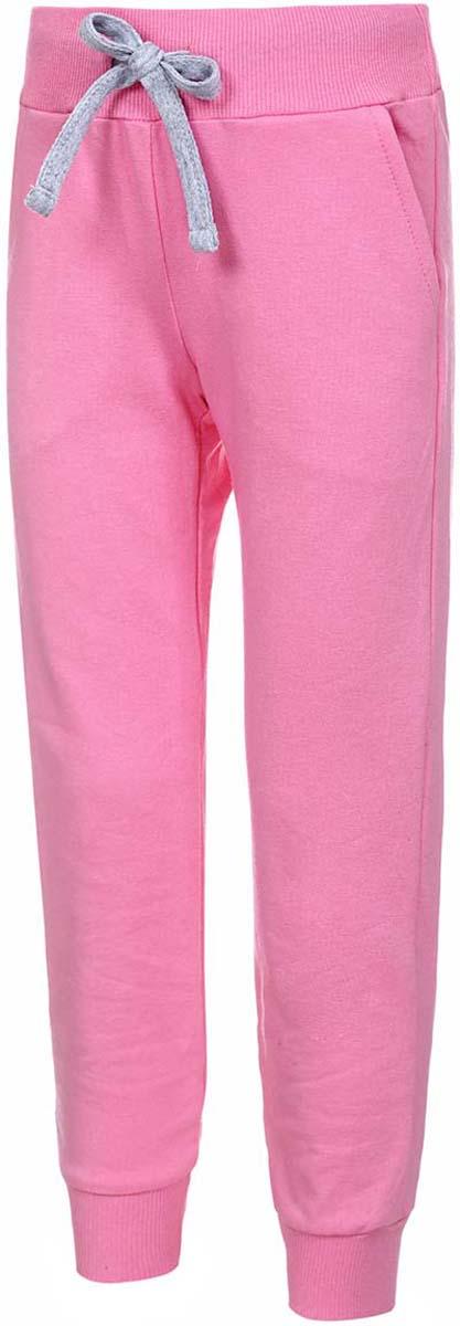 Брюки спортивные для девочки M&D, цвет: розовый. Б1903В05. Размер 128Б1903В05Спортивные брюки от M&D выполнены из плотного эластичного хлопка. Модель с широкой эластичной резинкой в поясе дополнена регулируемым шнурком. По бокам имеются втачные карманы. Брючины дополнены широкими трикотажными манжетами.
