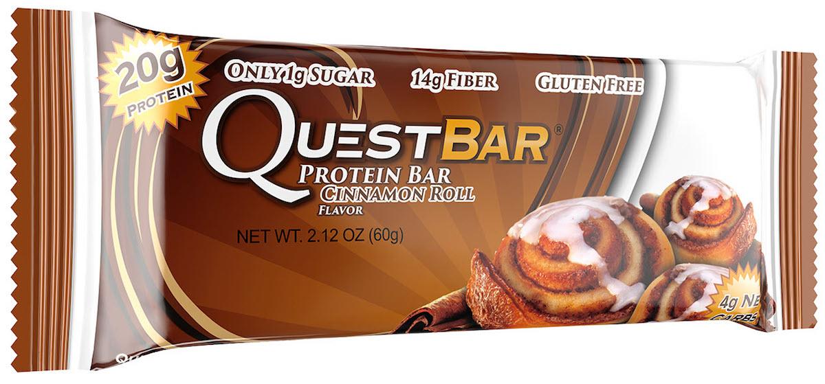 Батончик протеиновый Quest Nutrition QuestBar, булочка с корицей, 60 гQUEST-QB1P-CIROQuestBar – батончик, по праву заслуживший звание протеиновый батончик №1 в мире. В чем секрет успеха? QuestBar – отличная заменатортов, пирожных и прочих сладостей. Он вкуснее и, в отличие от тортов, полезен для вашей фигуры и вашего здоровья.20 г протеина исключительно из самых дорогих и самых качественных источников: изолята сывороточного и изолята молочного белка. Всего 5 граммов активных углеводов: в батончиках Quest используется совершенно новый современный инновационный ингредиент –растворимые пищевые волокна кукурузы. Он благотворно влияет на метаболизм и пищеварение, не дает организму ненужные углеводы икалории. Не вызывает резкого роста уровней сахара и инсулина при усвоении. В процессе перемещения по желудочно-кишечному трактурастворимые пищевые волокна под воздействием бактерий превращаются в короткоцепочечные жирные кислоты и усваиваются в толстомкишечнике. Таким образом вы не получаете бесполезные активные углеводы. Контролируйте углеводы для достижения вашей цели! Quest – первые батончики, которые вы можете есть, не испытывая угрызений совести. QuestBar – это оптимальное количество жиров из естественных источников. Никаких транс-жиров! Практически полное отсутствие насыщенныхжиров. Только то, что необходимо для здоровья! В состав QuestBar входят настоящие фрукты, ягоды и орехи (источник чистых полезных жирныхкислот)! Таким образом те 1-2 грамма простых углеводов (Sugars), которые присутствуют в QuestBar, – именно из этих натуральных источников!Никакого сахара! Добавлено настоящее пальмовое масло, полезное, не имеющее ничего общего с транс-жирами (производится непосредственно из мякотиплодов). Превосходит другие масла тем, что не окисляется и сохраняет структуру при нагревании (батончик можно подогреть или использовать ввыпечке). Использованы подсластители: стевия, эритритол, сукралоза. Стевия – это растение, экстракт которого в 150 раз слаще сахара, не повышаетуровень 