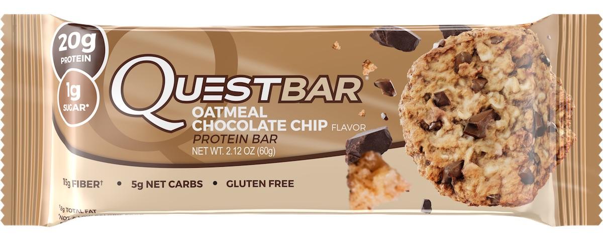 Батончик протеиновый Quest Nutrition QuestBar, овсяное печенье и шоколад, 60 гQUEST-QB1P-OATCQuestBar – батончик, по праву заслуживший звание протеиновый батончик №1 в мире. В чем секрет успеха? QuestBar – отличная заменатортов, пирожных и прочих сладостей. Он вкуснее и, в отличие от тортов, полезен для вашей фигуры и вашего здоровья.20 г протеина исключительно из самых дорогих и самых качественных источников: изолята сывороточного и изолята молочного белка. Всего 5 граммов активных углеводов: в батончиках Quest используется совершенно новый современный инновационный ингредиент –растворимые пищевые волокна кукурузы. Он благотворно влияет на метаболизм и пищеварение, не дает организму ненужные углеводы икалории. Не вызывает резкого роста уровней сахара и инсулина при усвоении. В процессе перемещения по желудочно-кишечному трактурастворимые пищевые волокна под воздействием бактерий превращаются в короткоцепочечные жирные кислоты и усваиваются в толстомкишечнике. Таким образом вы не получаете бесполезные активные углеводы. Контролируйте углеводы для достижения вашей цели! Quest – первые батончики, которые вы можете есть, не испытывая угрызений совести. QuestBar – это оптимальное количество жиров из естественных источников. Никаких транс-жиров! Практически полное отсутствие насыщенныхжиров. Только то, что необходимо для здоровья! В состав QuestBar входят настоящие фрукты, ягоды и орехи (источник чистых полезныхжирных кислот)! Таким образом те 1-2 грамма простых углеводов (Sugars), которые присутствуют в QuestBar, – именно из этих натуральныхисточников! Никакого сахара! Добавлено настоящее пальмовое масло, полезное, не имеющее ничего общего с транс-жирами (производится непосредственно из мякоти плодов).Превосходит другие масла тем, что не окисляется и сохраняет структуру при нагревании (батончик можно подогреть или использовать ввыпечке). Использованы подсластители: стевия, эритритол, сукралоза. Стевия – это растение, экстракт которого в 150 раз слаще сахара, не повышает