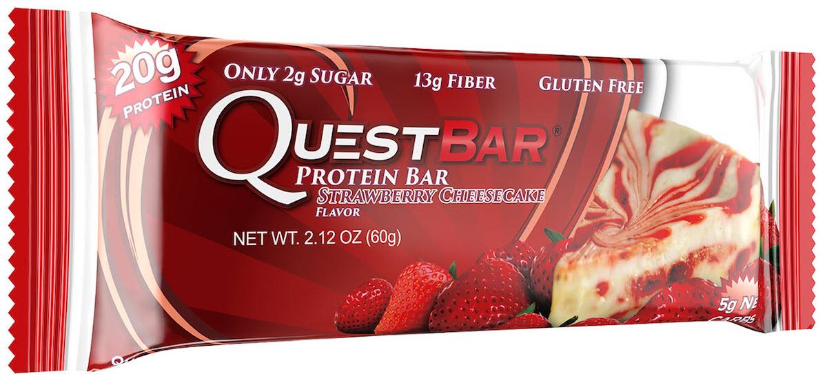 Батончик протеиновый Quest Nutrition QuestBar, клубничный чизкейк, 60 гQUEST-QB1P-STRCQuestBar – батончик, по праву заслуживший звание протеиновый батончик №1 в мире. В чем секрет успеха? QuestBar – отличная заменатортов, пирожных и прочих сладостей. Он вкуснее и, в отличие от тортов, полезен для вашей фигуры и вашего здоровья.20 г протеина исключительно из самых дорогих и самых качественных источников: изолята сывороточного и изолята молочного белка. Всего 5 граммов активных углеводов: в батончиках Quest используется совершенно новый современный инновационный ингредиент –растворимые пищевые волокна кукурузы. Он благотворно влияет на метаболизм и пищеварение, не дает организму ненужные углеводы икалории. Не вызывает резкого роста уровней сахара и инсулина при усвоении. В процессе перемещения по желудочно-кишечному трактурастворимые пищевые волокна под воздействием бактерий превращаются в короткоцепочечные жирные кислоты и усваиваются в толстомкишечнике. Таким образом вы не получаете бесполезные активные углеводы. Контролируйте углеводы для достижения вашей цели! Quest – первые батончики, которые вы можете есть, не испытывая угрызений совести. QuestBar – это оптимальное количество жиров из естественных источников. Никаких транс-жиров! Практически полное отсутствие насыщенныхжиров. Только то, что необходимо для здоровья! В состав QuestBar входят настоящие фрукты, ягоды и орехи (источник чистых полезных жирныхкислот)! Таким образом те 1-2 грамма простых углеводов (Sugars), которые присутствуют в QuestBar, – именно из этих натуральных источников!Никакого сахара! Добавлено настоящее пальмовое масло, полезное, не имеющее ничего общего с транс-жирами (производится непосредственно из мякотиплодов). Превосходит другие масла тем, что не окисляется и сохраняет структуру при нагревании (батончик можно подогреть или использовать ввыпечке). Использованы подсластители: стевия, эритритол, сукралоза. Стевия – это растение, экстракт которого в 150 раз слаще сахара, не повышаетуровень