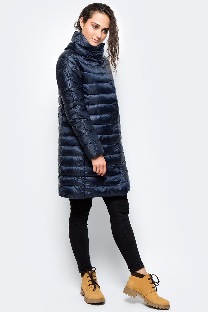 Куртка женская adL, цвет: темно-синий. 15232183001_018. Размер XS (40/42)15232183001_018Утепленная куртка adL выполнена из 100% полиэстера на утеплителе из синтепона. Модель с длинными рукавами и воротником-стойкой застегивается на молнию с ветрозащитной планкой на кнопках. Спереди куртка дополнена двумя прорезными карманами на застежках-молниях.