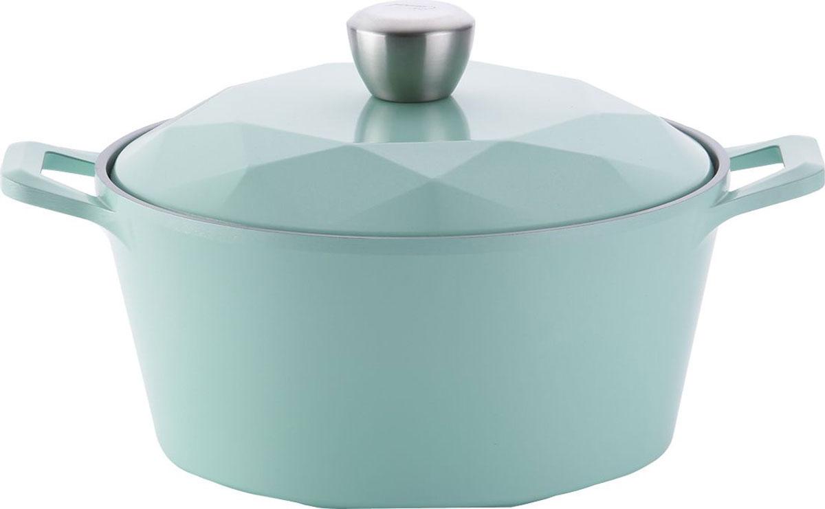 Кастрюля Carat-C24I , диаметр 24 смCarat-C24lНовейшая серия посуды из алюминия с керамическим покрытием профессионального уровня. Carat - это посуда, выполненная с ювелирной точностью: только натуральные минеральные компоненты, индукционное дно и особенная крышка с эффектом конвекции и системой пароотвода по краям. Кастрюля подходит для всех видов плит, включая индукционные. Диаметр 24 см, объем 4,5 л