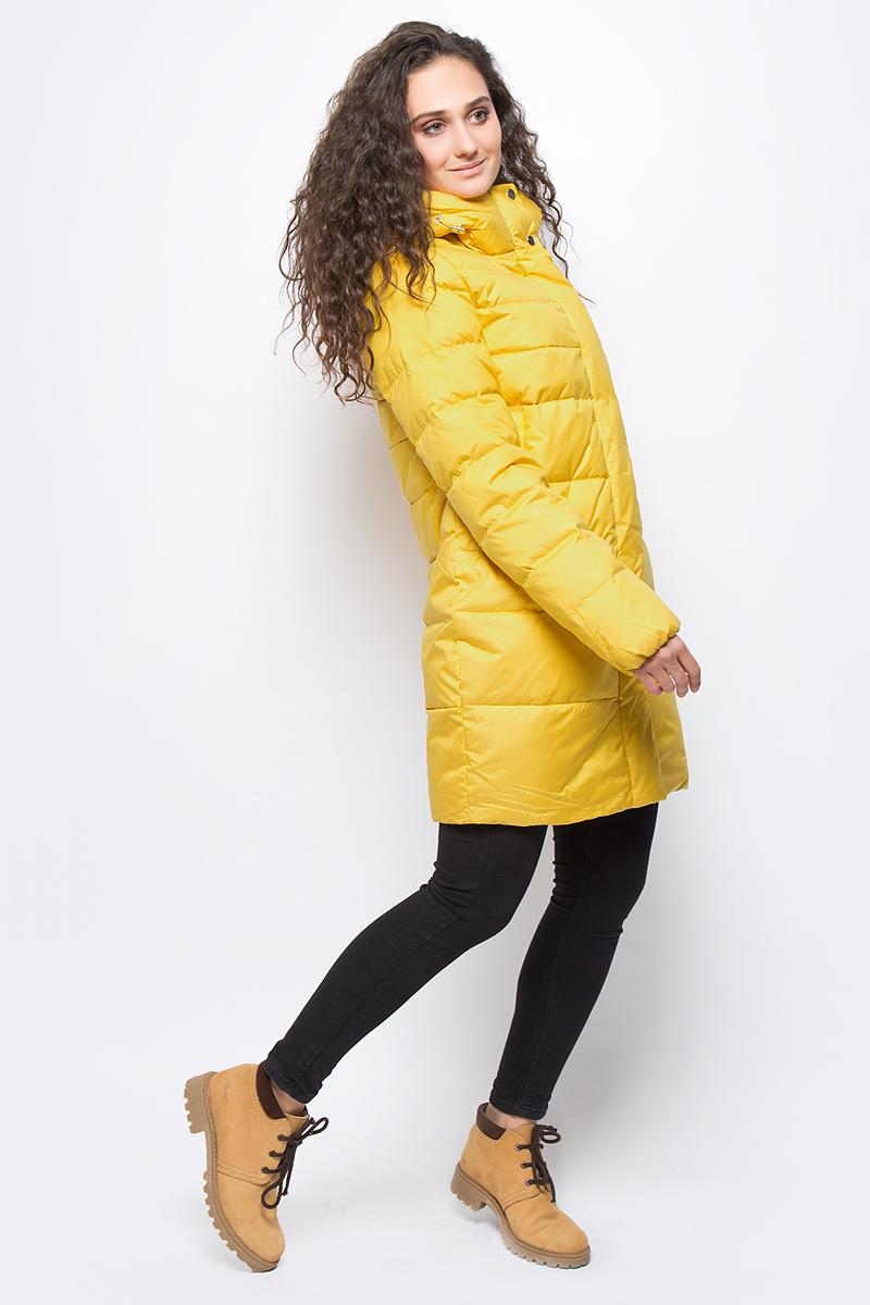 Куртка женская Clasna, цвет: желтый. CW17D-022DW. Размер L (46)CW17D-022DW(317)Зимний женский пуховик от Clasna выполнен из высококачественного непромокаемого полиэстера с наполнителем из пуха и пера. Удлиненная модель с длинными рукавами и капюшоном застегивается на двустороннюю молнию и имеет ветрозащитный клапан на кнопках. Капюшон не отстегивается. По бокам пуховик дополнен прорезными карманами. Имеет внутренний накладной кармашек.
