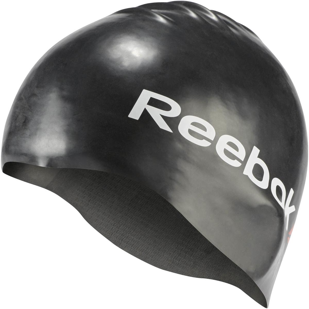 Шапочка для плавания Reebok Swim U Cap, цвет: черный. AJ6105AJ6105Шапочка для плавания Reebok Swim U Cap позволит вам с комфортом подготовиться к соревнованиям. Благодаря эргономичному дизайну и использованному материалу вам гарантирована надежная защита от воды, как в бассейне, так и в открытом водоеме.Модель выполнена из высококачественного силикона. Внутреннее покрытие обеспечивает дополнительное сцепление и более надежную посадку.