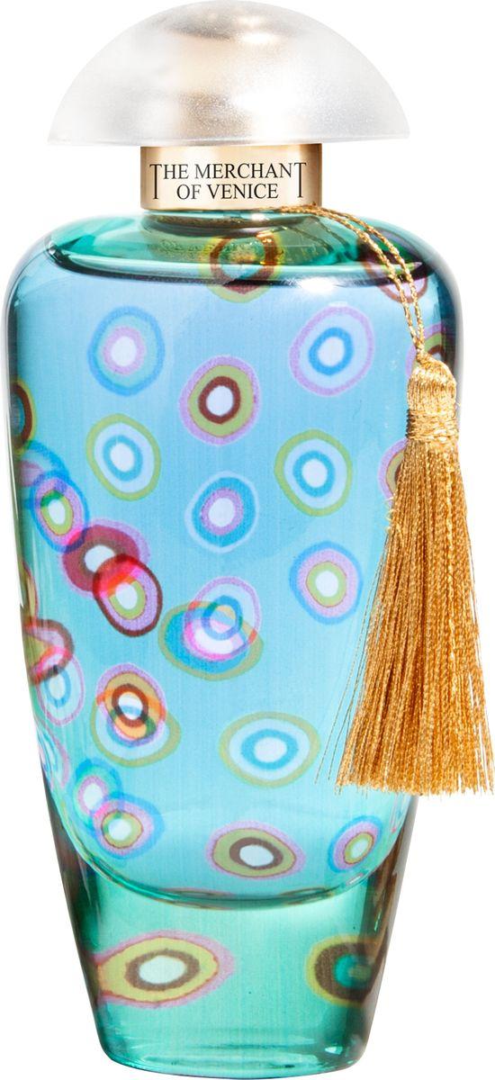 The Merchant of Venice Mandarin Carnival Парфюмерная вода, 50 мл481064Mandarin Carnival (англ. «мандариновый карнавал»)Утопающая в цитрусовых садах и пальмовых рощах знойная Сицилия — это остров, откуда открываются невероятной красоты виды на побережье, это бесконечные просторы голубого небосвода, это красочный карнавал цветов и отличного настроения! Mandarin Carnival полностью отвечает своему названию — это яркий солнечный сочный аромат итальянских цитрусов. Вспышки свежести мандарина, сладостная нега персика и тамаринда только добавляют безмятежной радости атмосферной композиции. А мускус, в свою очередь, навевает мысли о неизведанных экзотических странах.Композиция: итальянский мандарин, малазийский тамаринд, персик, акватическая роза, мускус.