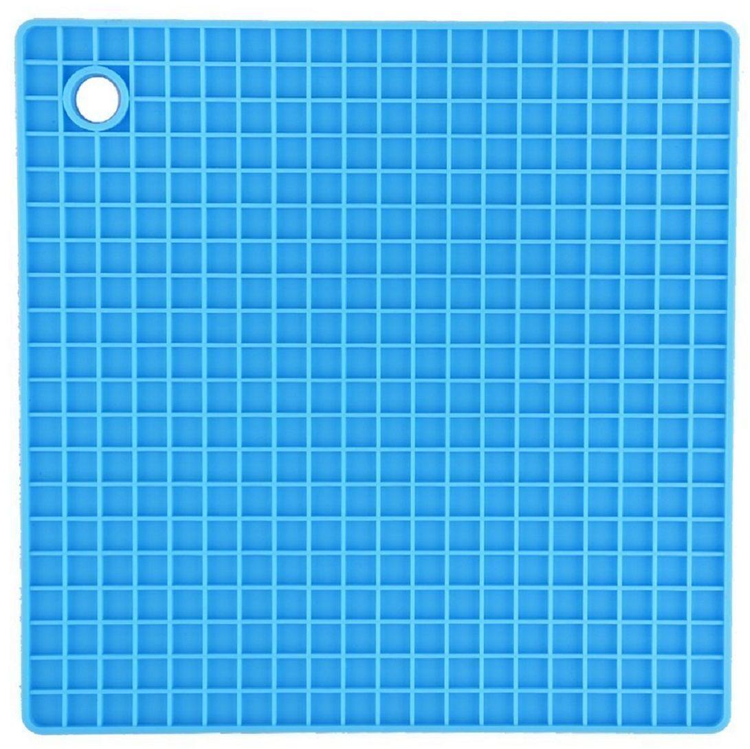 Подставка под горячее FidgetGo Квадрат, цвет: голубой, 18,5 х 18,5 см2212345678132Подставка под горячее FidgetGo Квадрат защитит поверхность стола от попадания влаги и высоких температур. Любая хозяйка знает, что кухня — это не просто место для приготовления пищи, но и место, где собирается вся семья. именно поэтому аксессуары, которыми вы наполняете кухню, должны быть не только полезными, но и красивыми, чтобы создать уютную атмосферу.Кроме этого вы можете использовать ее как прихватку, а также с помощью нее открывать крышки на банках.Подставка выдерживает до 230°С, сделана из безопасного пищевого силикона. Ее можно мыть в посудомоечной машине или использовать в микроволновке.