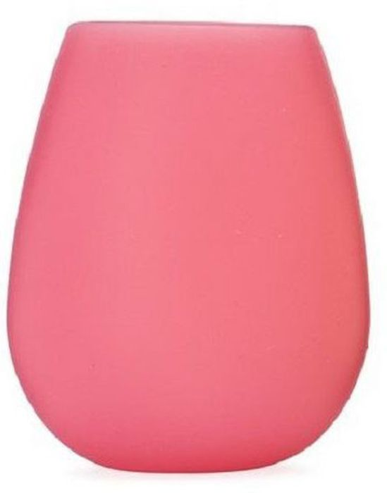 Бокал для вина FidgetGo, силиконовый, цвет: красный, 400 мл2212345678143Летние пикники и стеклянная посуда – вещь несовместимая, поскольку разбить стакан, сидя на покрывале проще простого. Что касается пластиковой посуды, то ее неудобно перевозить, да и выглядит она не слишком презентабельно. Дизайнеры нашли отличное решение этой проблемы, предложив общественности бокалы из силикона Удобная посуда многоразового пользования прекрасно переносит транспортировку (для того, чтобы места в сумке было больше, бокалы можно просто примять), отлично выглядит и удобна в использовании. Бокалы выполнены из плотного пищевого силикона, поэтому не «расползутся» в руках. Такую посуду можно мыть в посудомоечной посуде, нагревать в микроволновой печи и духовке, сжимать в кулаке, ронять на пол и даже наступать на нее ногой. Силиконовые бокалы выдержат любые испытания с честью.